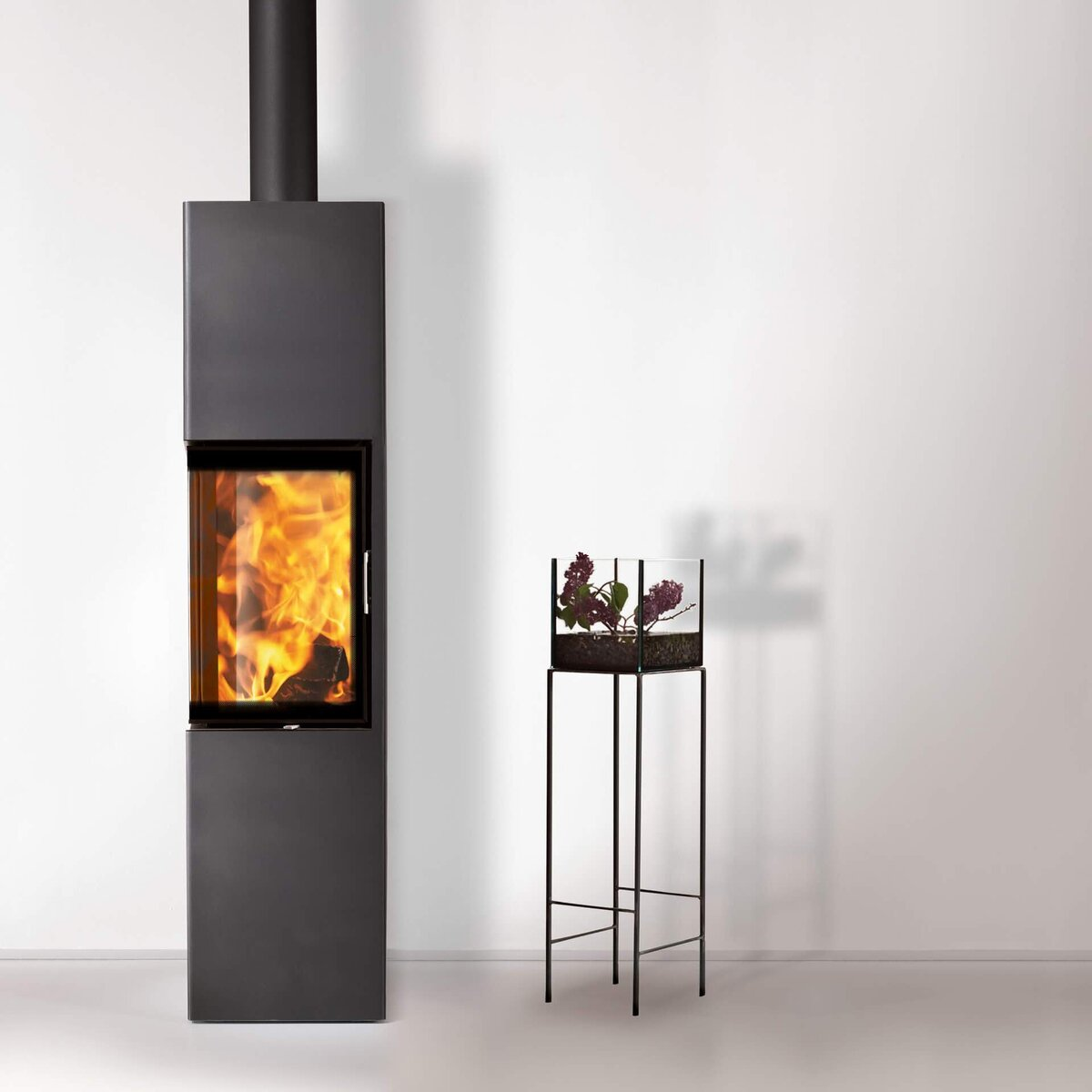 kaminofen austroflamm slim 2 0 4 kw online kaufen feuer fuchs von austroflamm. Black Bedroom Furniture Sets. Home Design Ideas